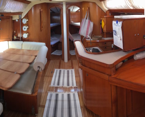 vacanze in barca a vela con skipper Sardegna interni barca