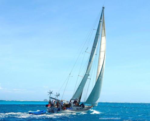 vacanze in barca a vela con skipper Sardegna barca in navigazione
