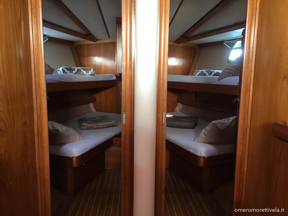 vacanze in barca a vela con skipper Sardegna interni barca cabine di prua