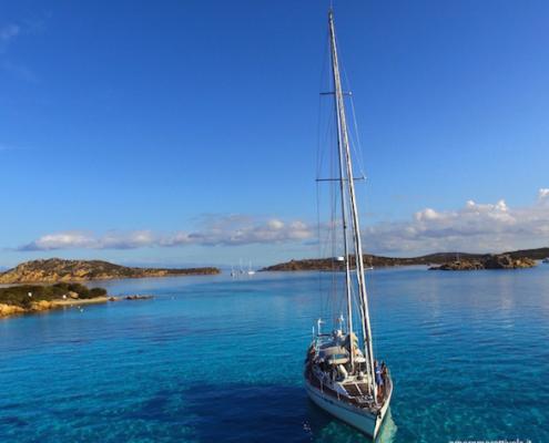 vacanze in barca a vela con skipper Sardegna Freya isola di Budelli
