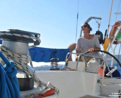vacanze in barca a vela con skipper in Sardegna hostess